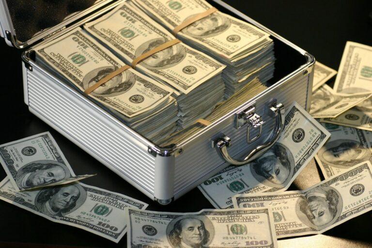 Als Makler reich werden! Selbstständig oder Angestellter?