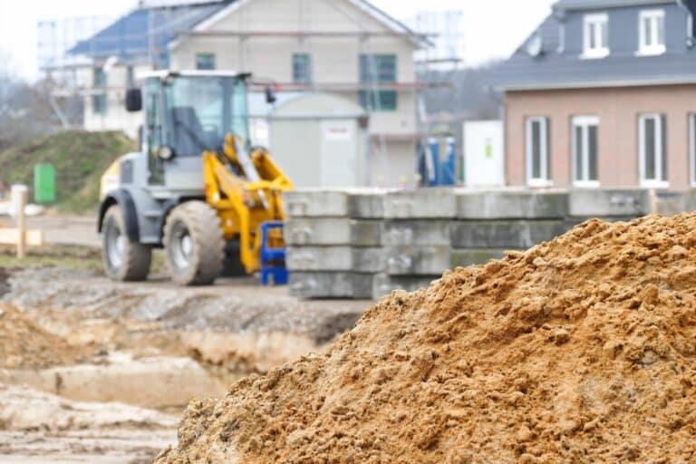 Grundstücksumwandlung: Ackerland zu Bauland – Wie funktioniert das?